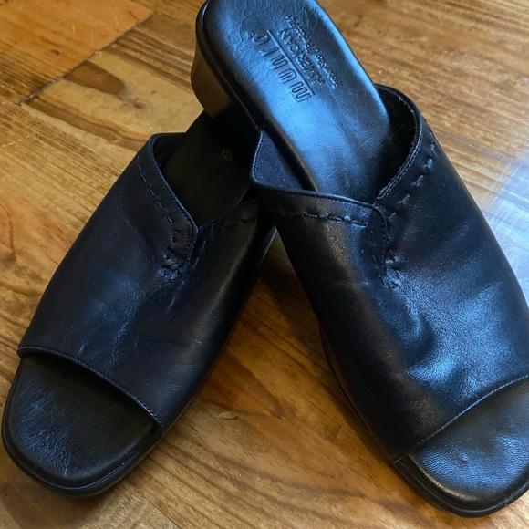 Munro Women's Black Leather Open Toe Sandals
